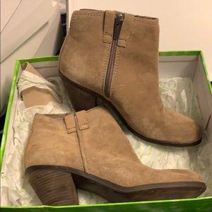 Boots suede tan color